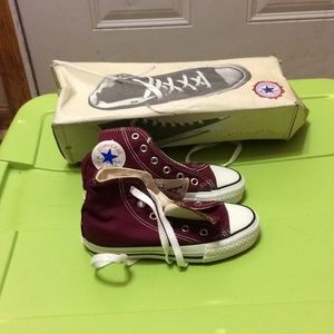 Converse shoes 11 NWT